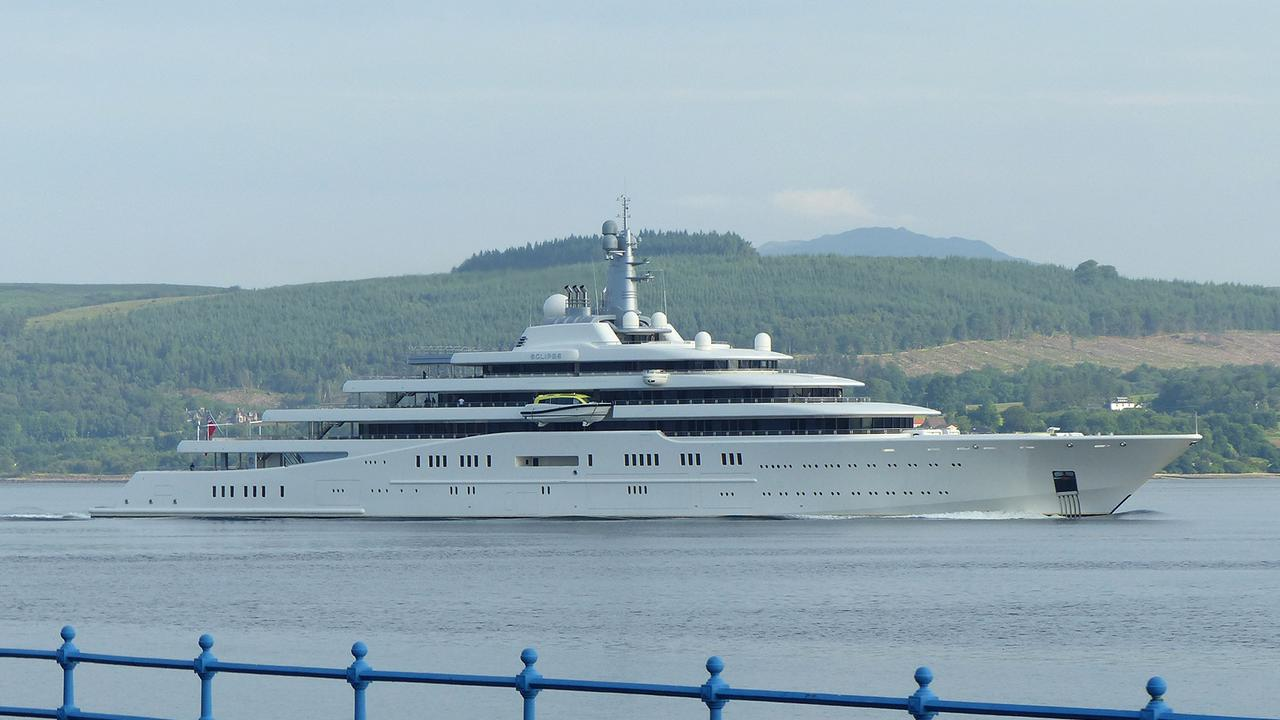 Superyacht abramovich  Roman Abramovich's superyacht Eclipse spotted off of Greenock ...