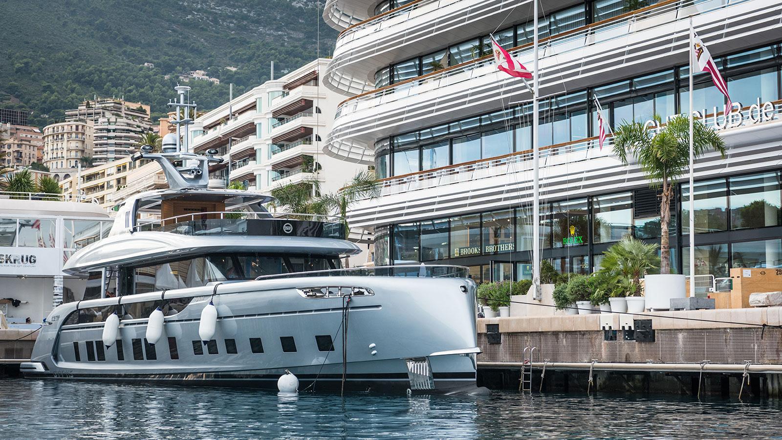 the-porsch-designed-yacht-dynamiq-gtt-115-made-its-public-debut-at-the-monaco-yacht-show-2017