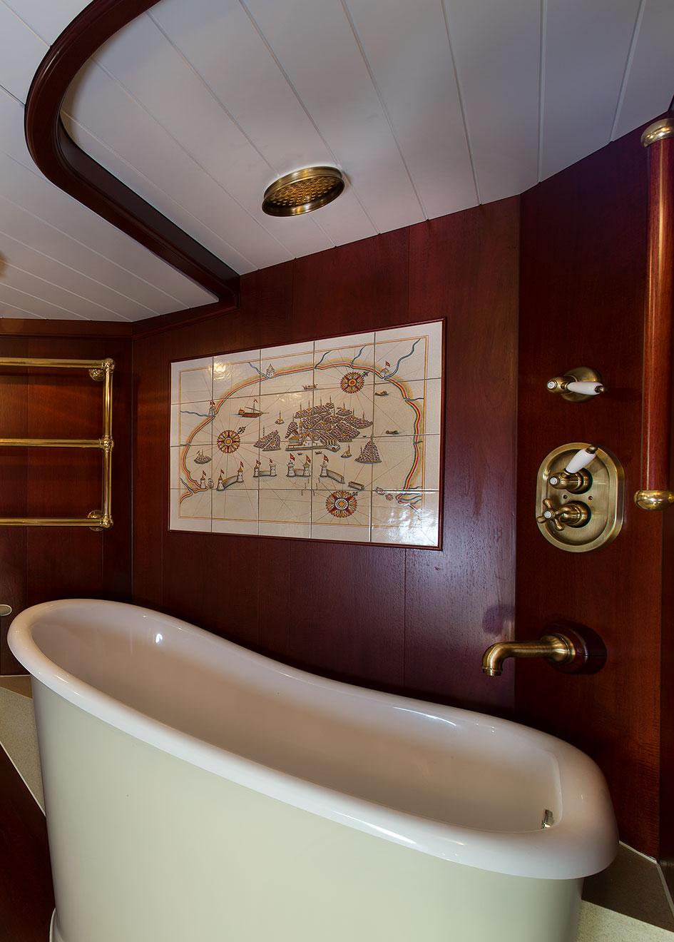 the-master-en-suite-of-the-gaff-rigged-sailing-superyacht-spirit-of-venice-credit-olivier-van-meer-vmg-yachtbuilders
