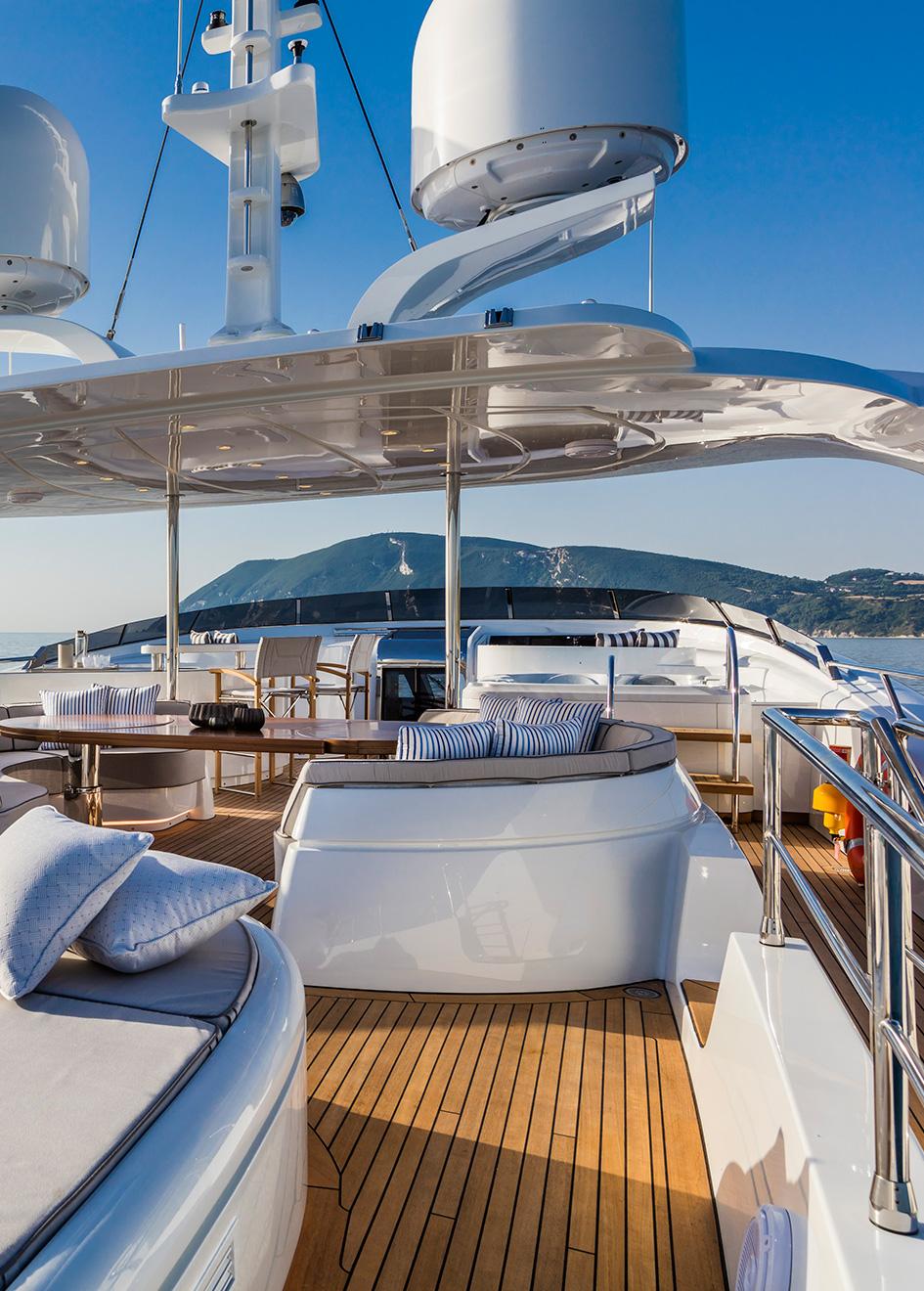 the-sundeck-of-the-isa-motor-yacht-clorinda