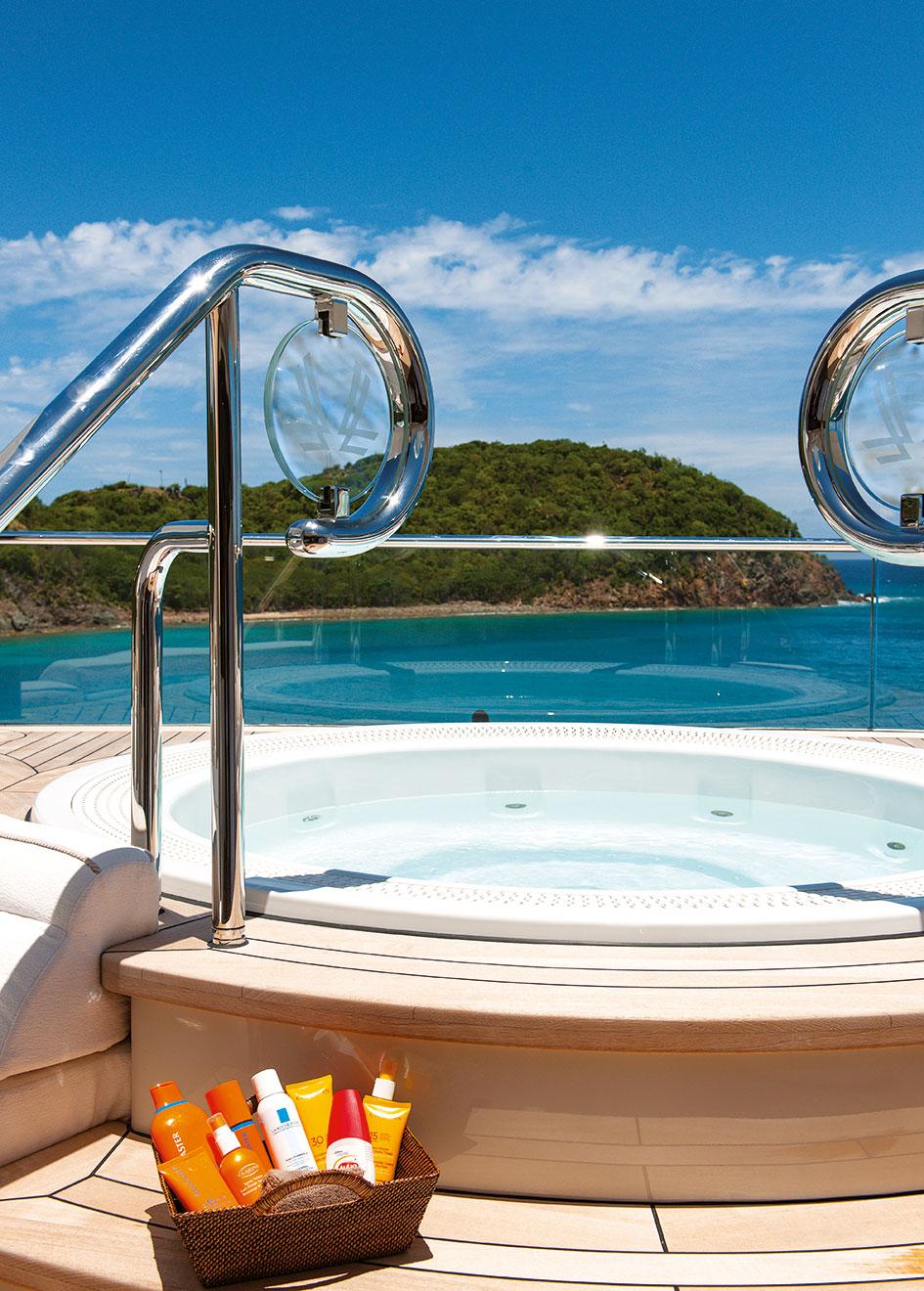 Quattroelle hot tub