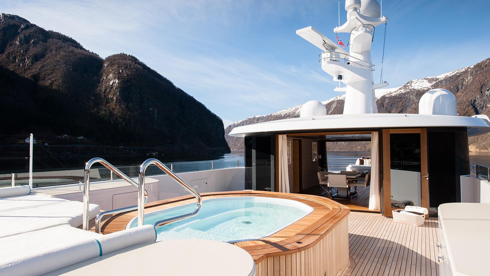 Event Yacht Upper Deck Spa Tub