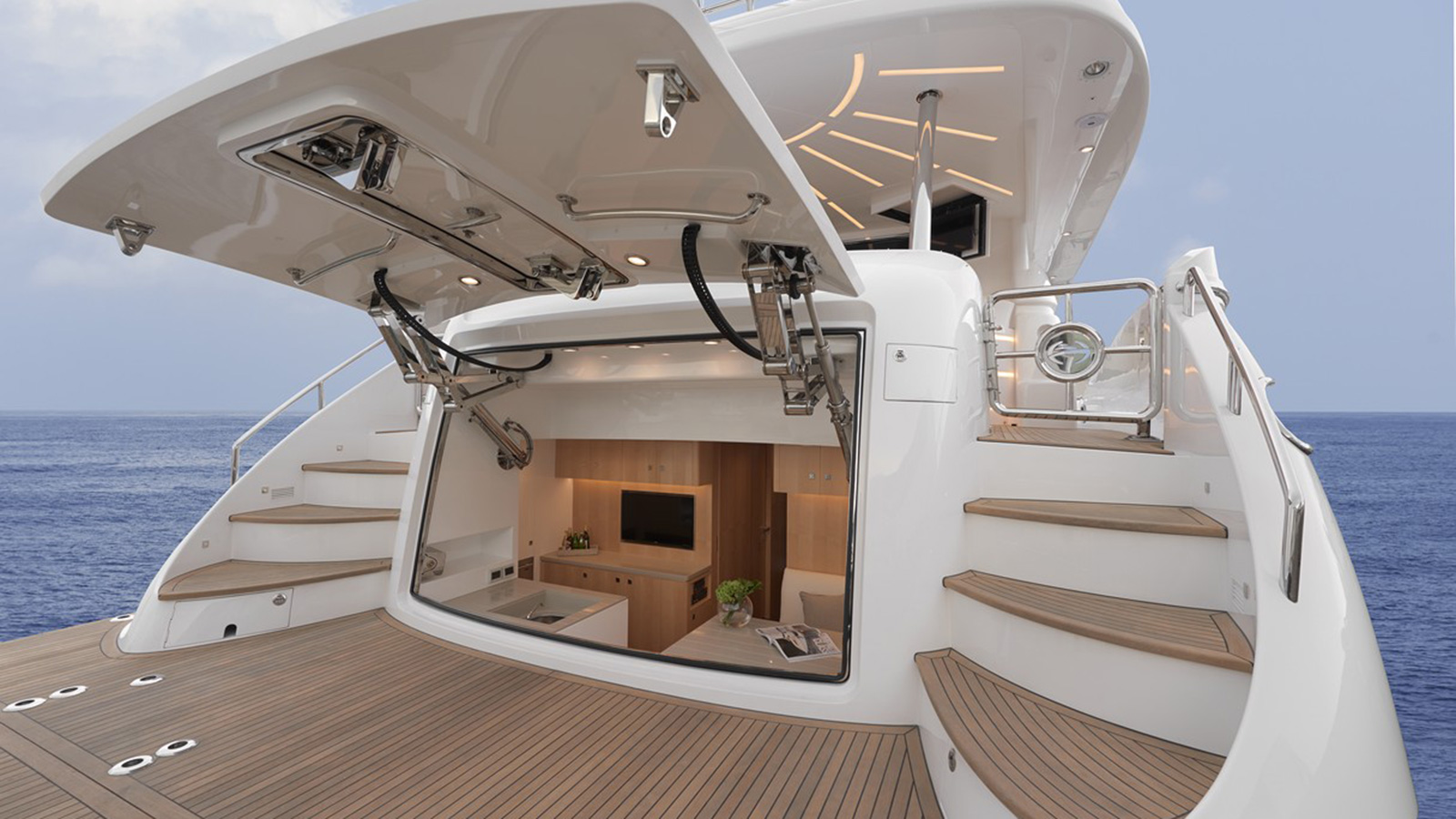 horizon-yachts-e88-hull-number-20-features-a-hydraulically-opening-beach-club
