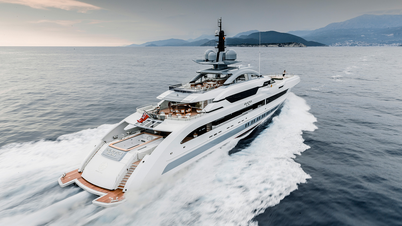 running-shot-of-heesen-flagship-yacht-galactica-super-nova