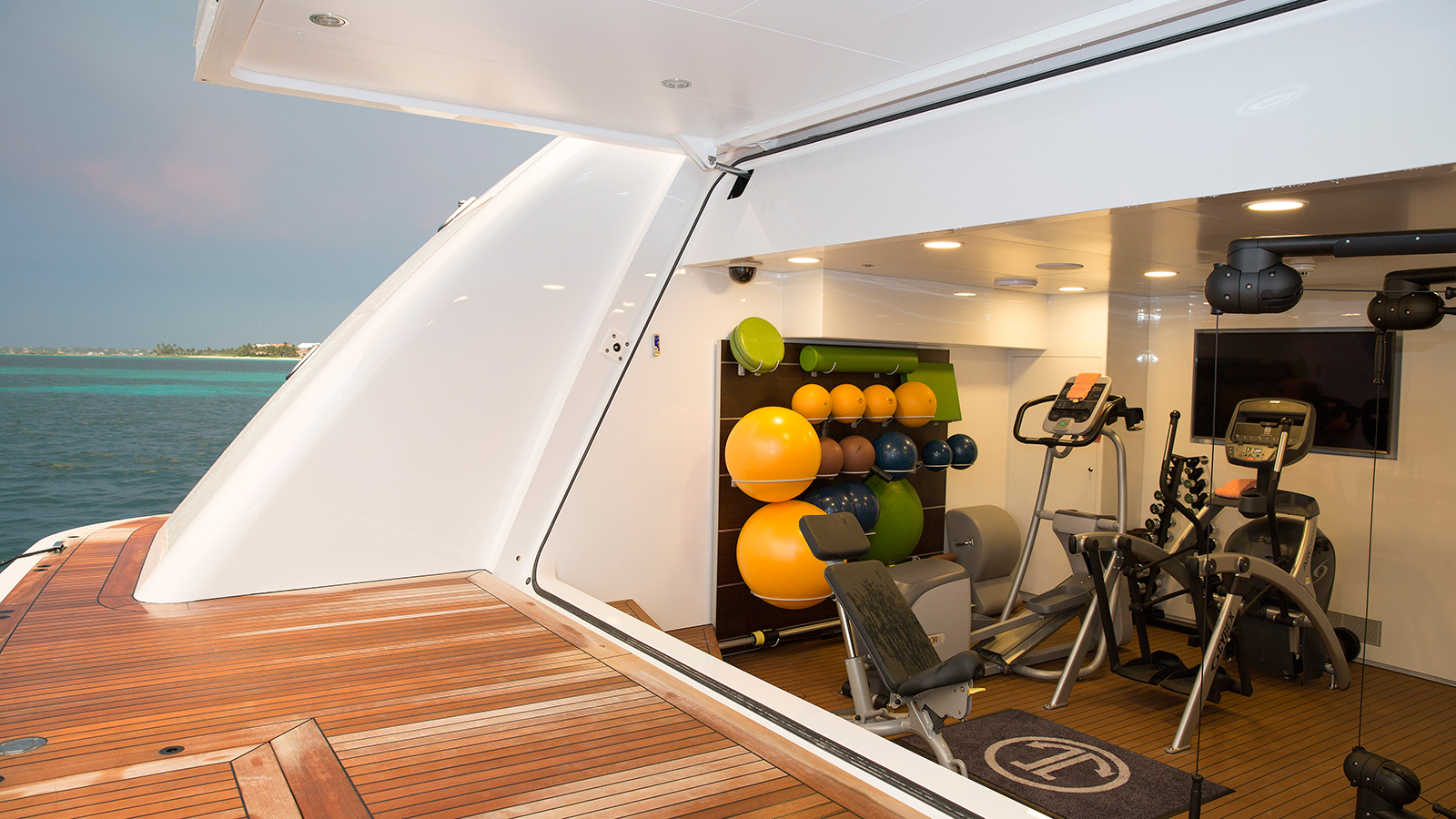 the-beach-club-gym-on-hakvoort-super-yacht-just-js