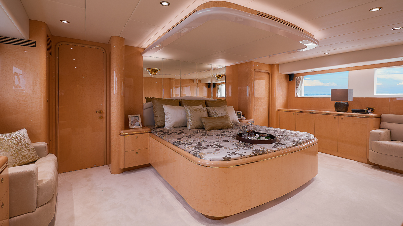 the-owners-cabin-of-horizon-custom-yacht-abaco