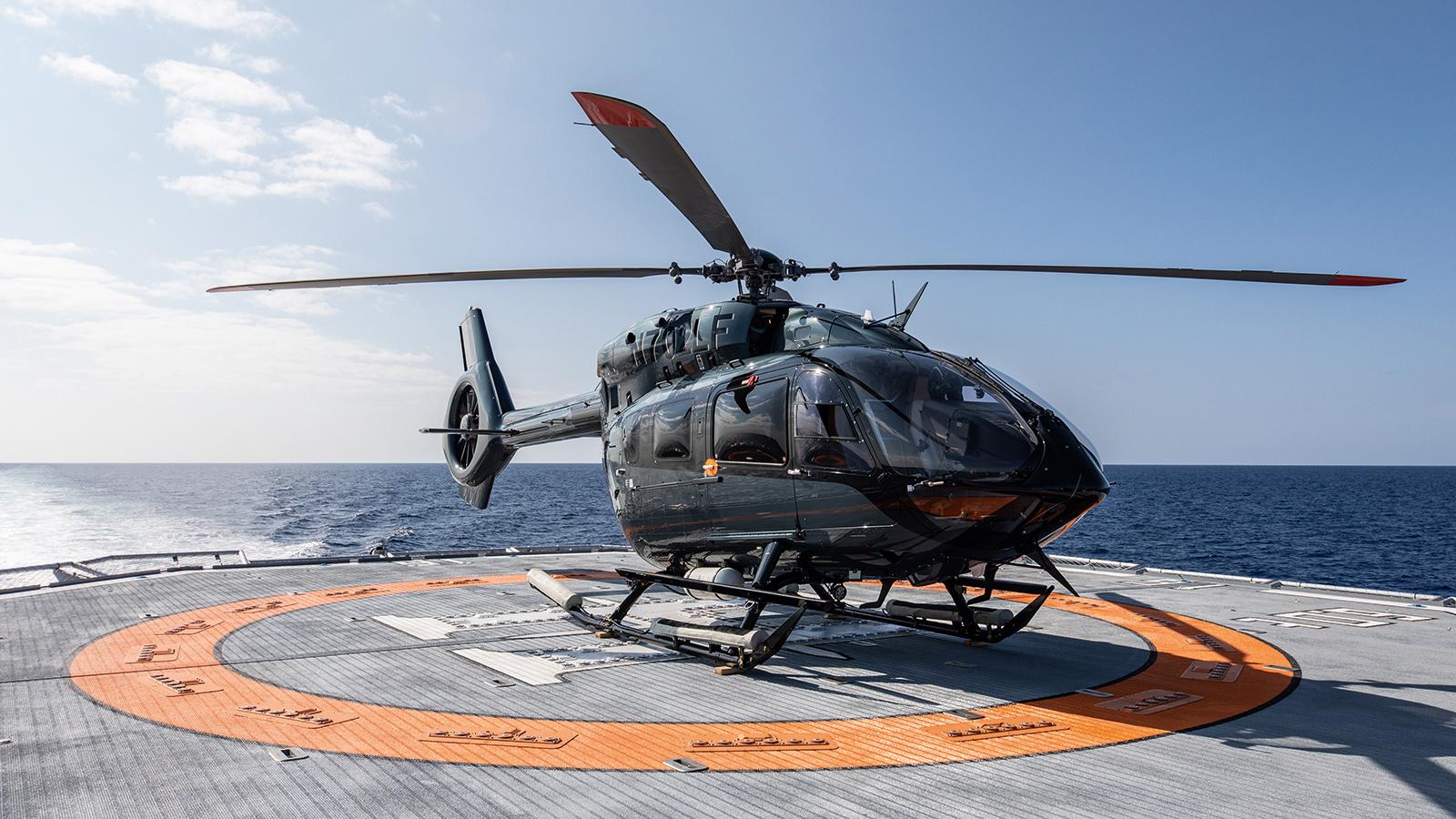 catamaran-superyacht-Hodor-worlds-largest-toybox-helicopter-helipad