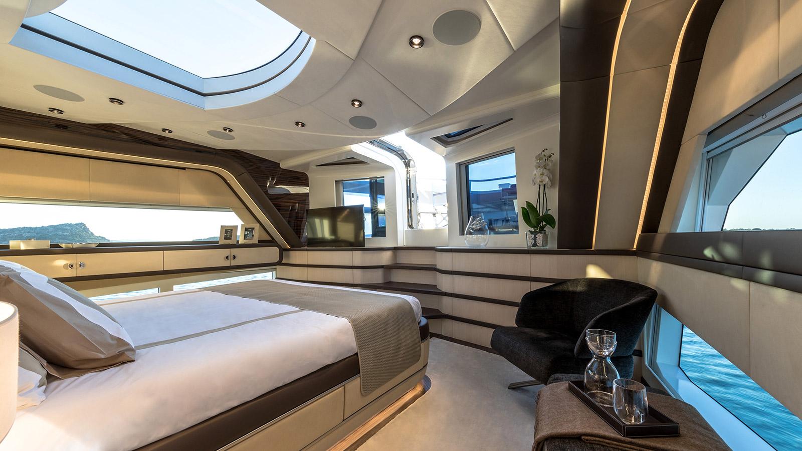 the-master-cabin-of-dominator-yacht-kalli-ente-credit-jeff-brown