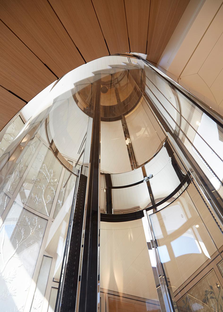 the-elevator-of-feadship-super-yacht-joy