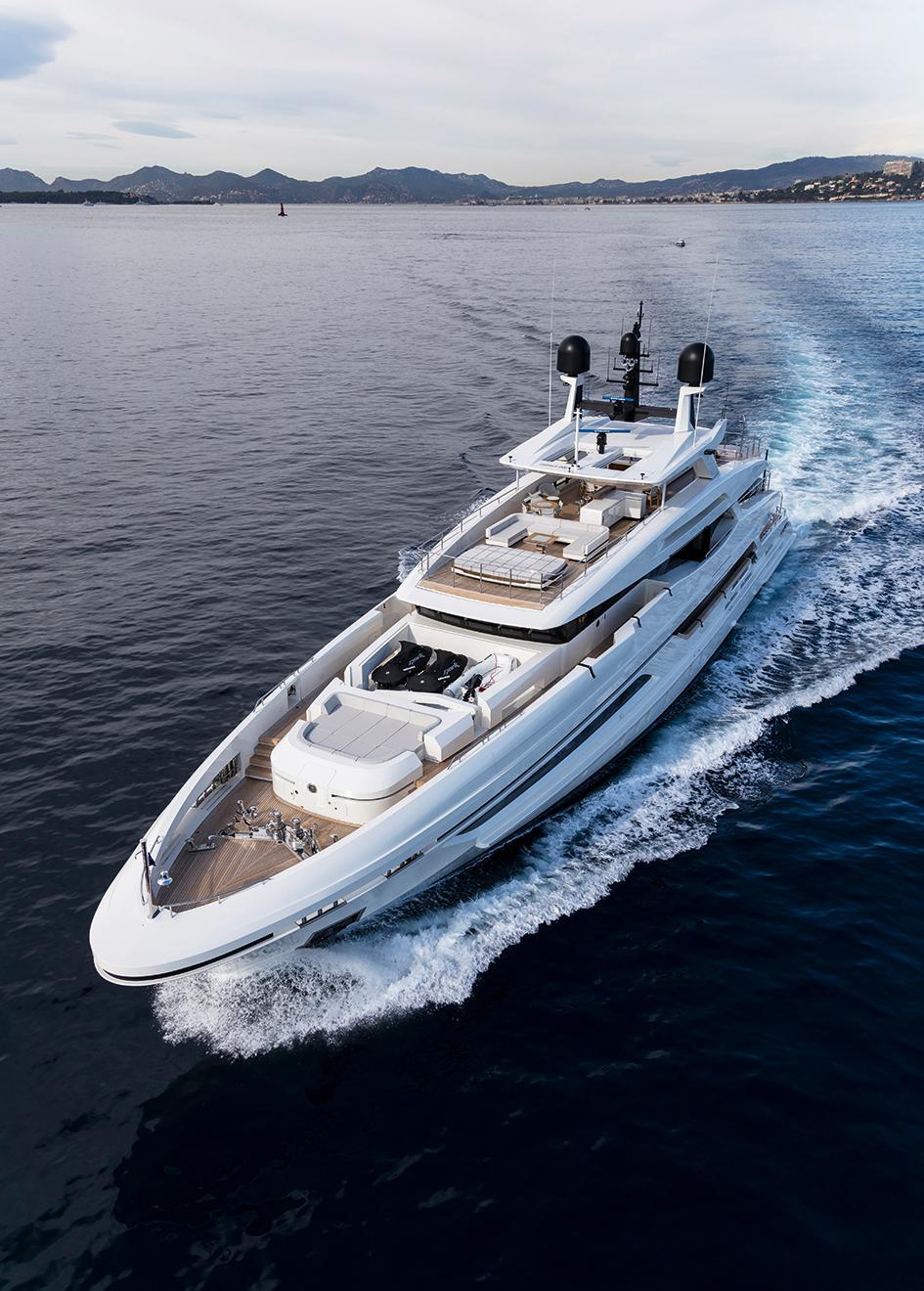 bow-running-shot-of-the-baglietto-motor-yacht-andiamo-credit-emilio-bianchi