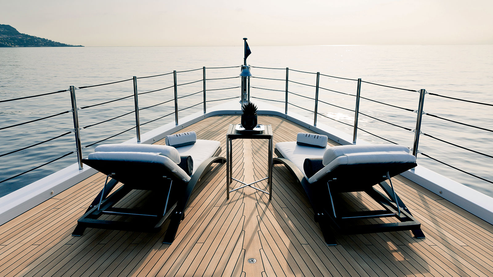 11.11 Foredeck seating