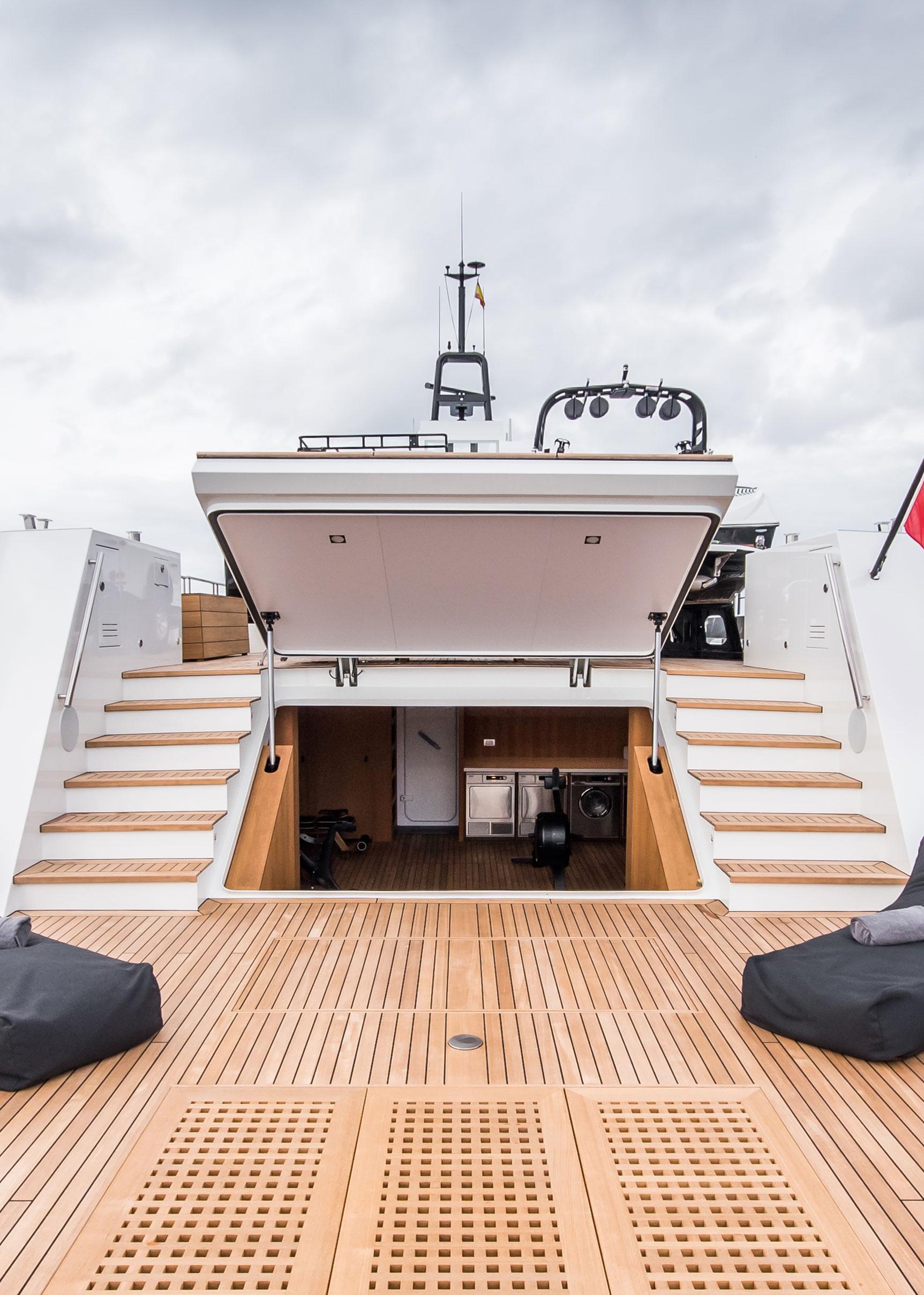 Lynx Yachts Yxt 24 Evolution Swim Platform