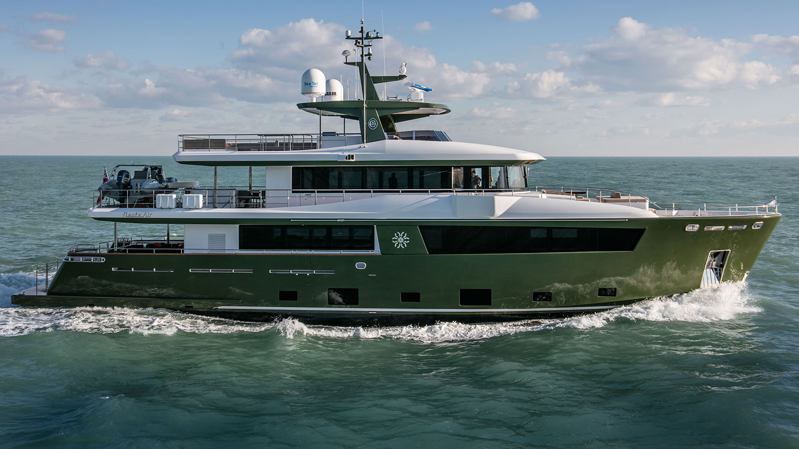 side-view-of-the-cantiere-delle-marche-nauta-air-111-yacht-hyhma