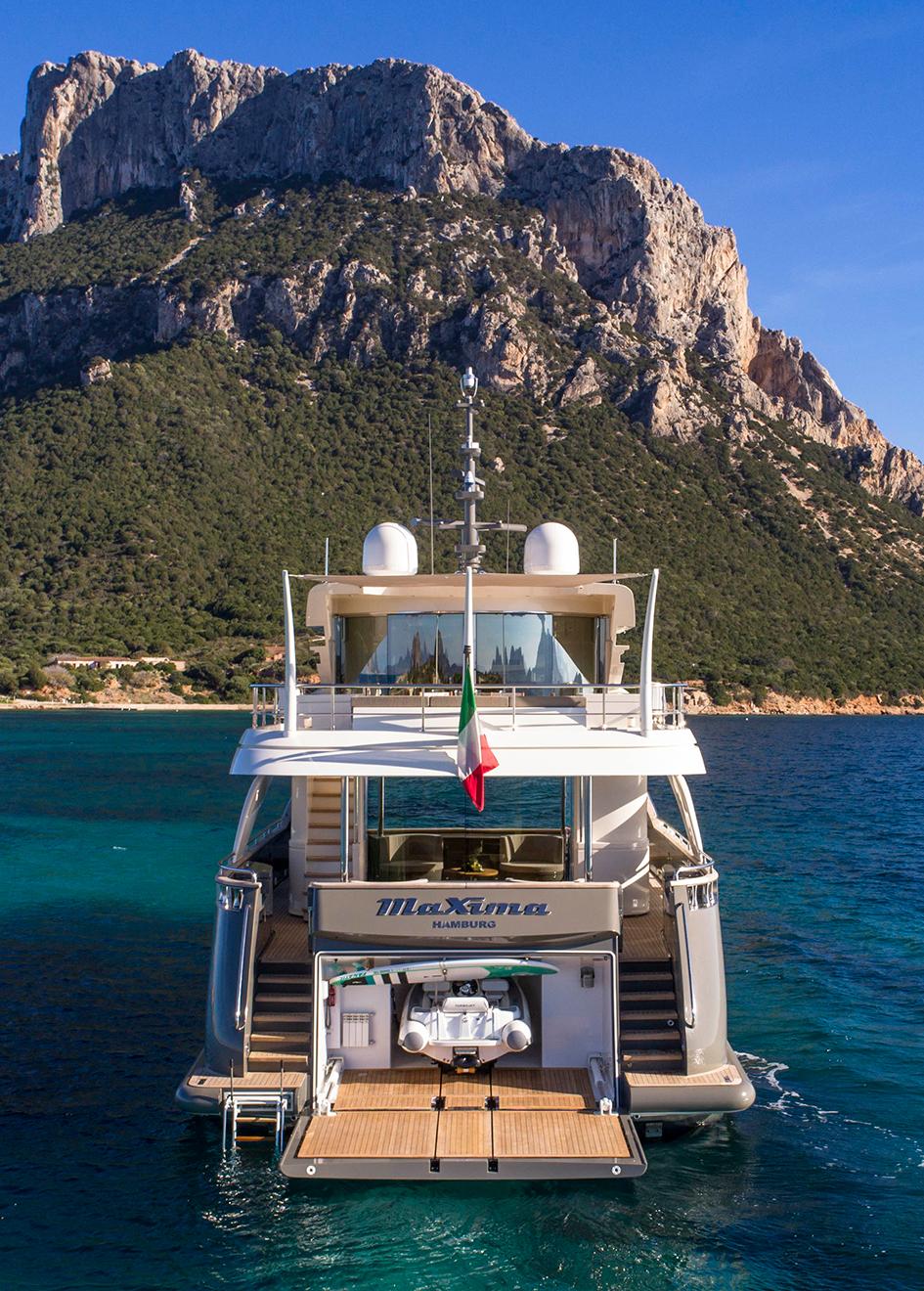 aft-view-of-the-filippetti-navetta-26-yacht-maxima