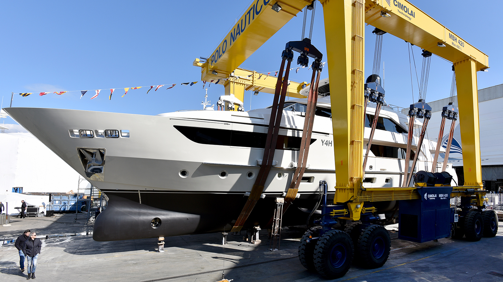 y4h-is-part-of-the-sanlorenzo-sd126-range-of-semi-displacement-yachts