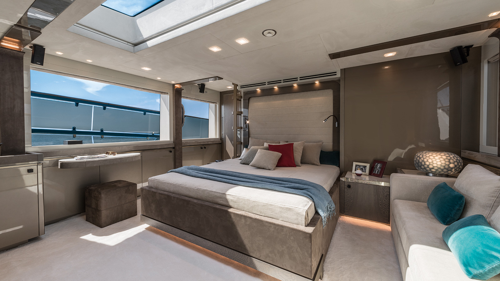 the-master-cabin-of-the-monte-carlo-yachts-96