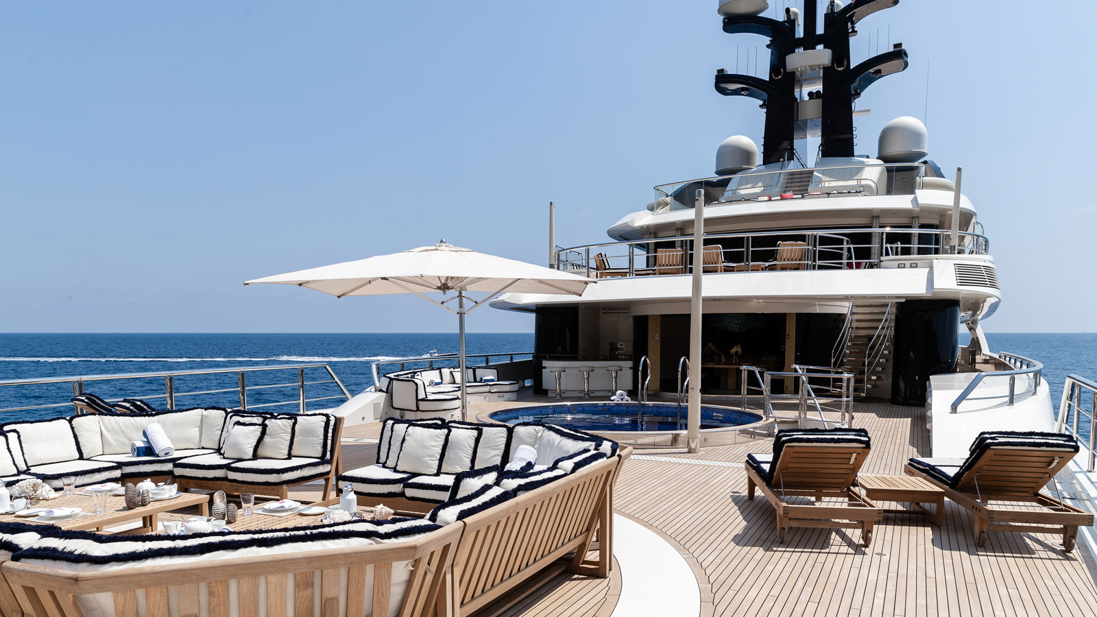 kylie-jenner-birthday-superyacht-italy-tranquility-equanimity