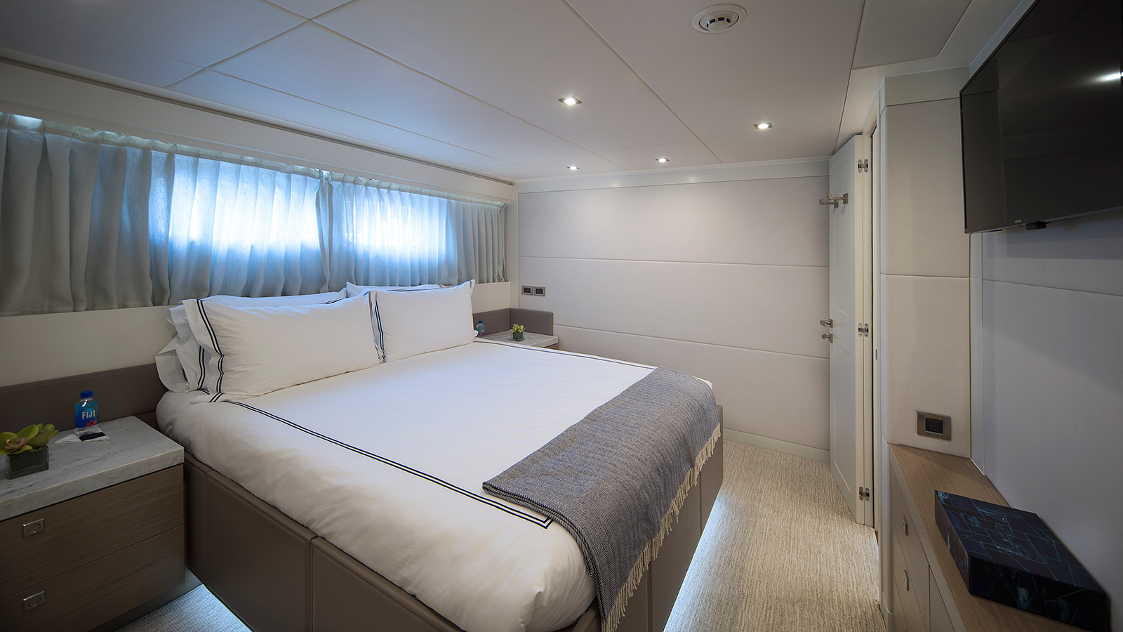 one-of-the-four-guest-cabins-on-the-hargrave-custom-yacht-freedom