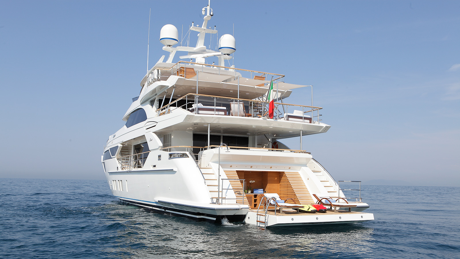 aft-view-of-the-benetti-fast-125-yacht-skyler