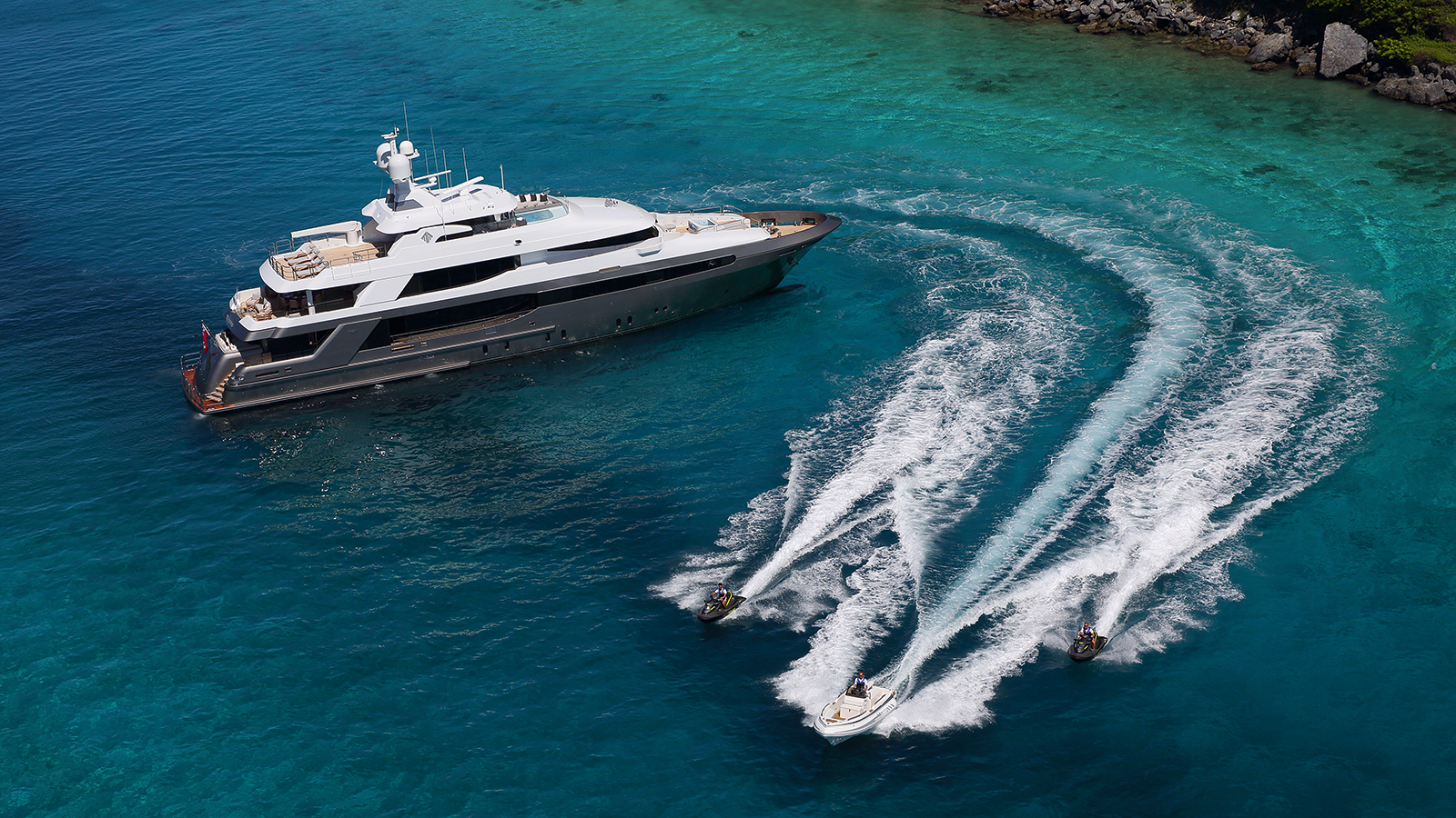 aerial-view-of-muchos-mas-by-crescent-custom-yachts-credit-forest-johnson