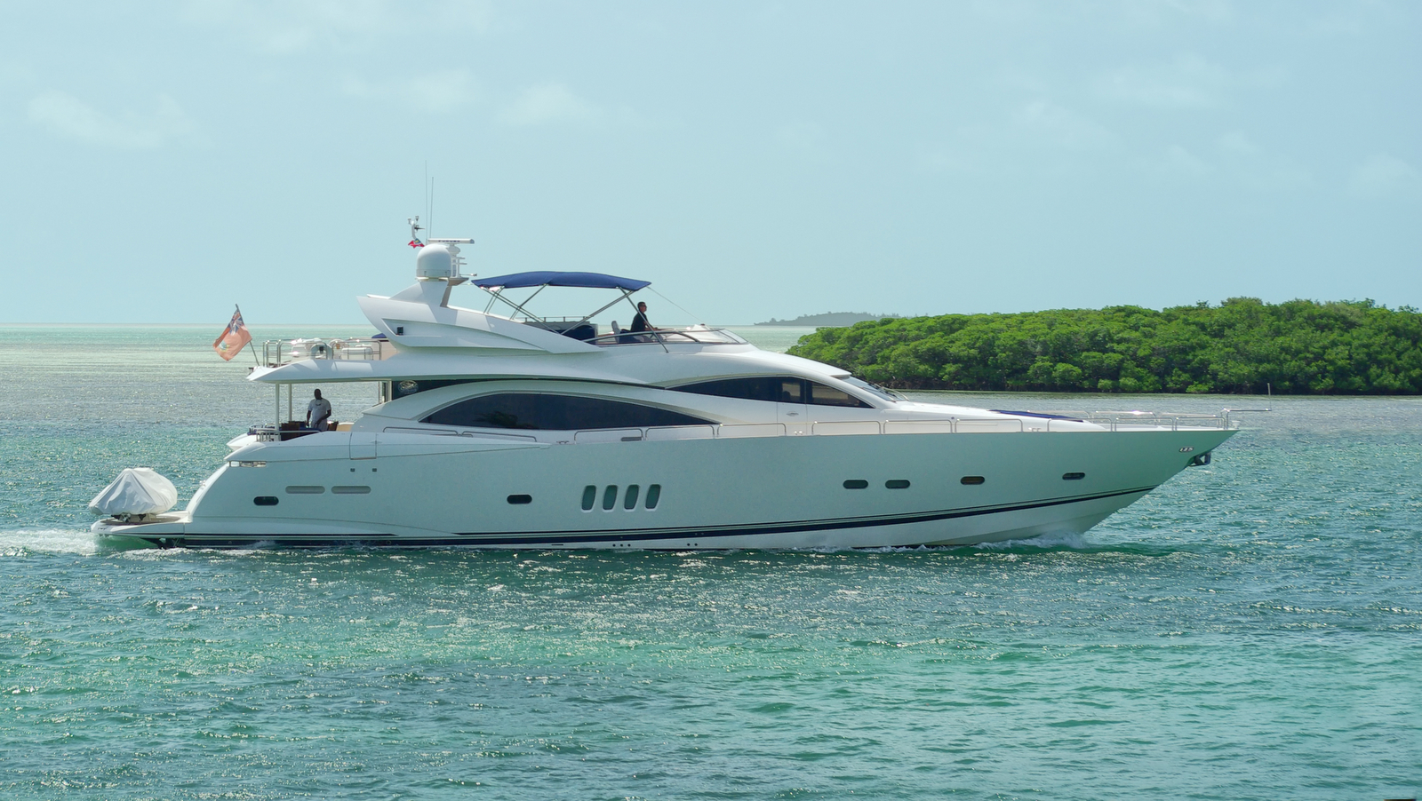 the-sunseeker-motor-yacht-blinder-is-currently-offered-for-sale