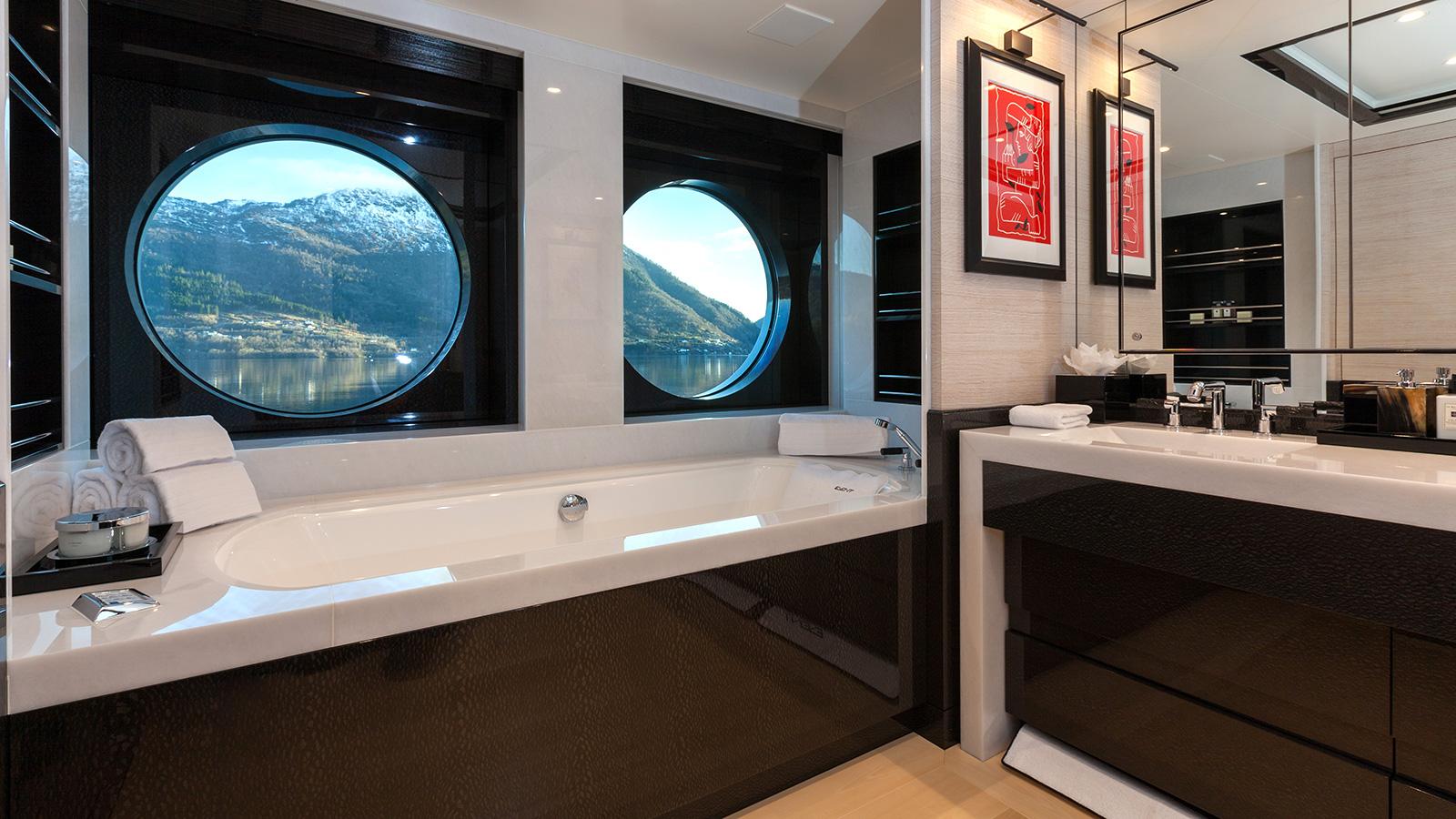 Event Yacht Bathtub