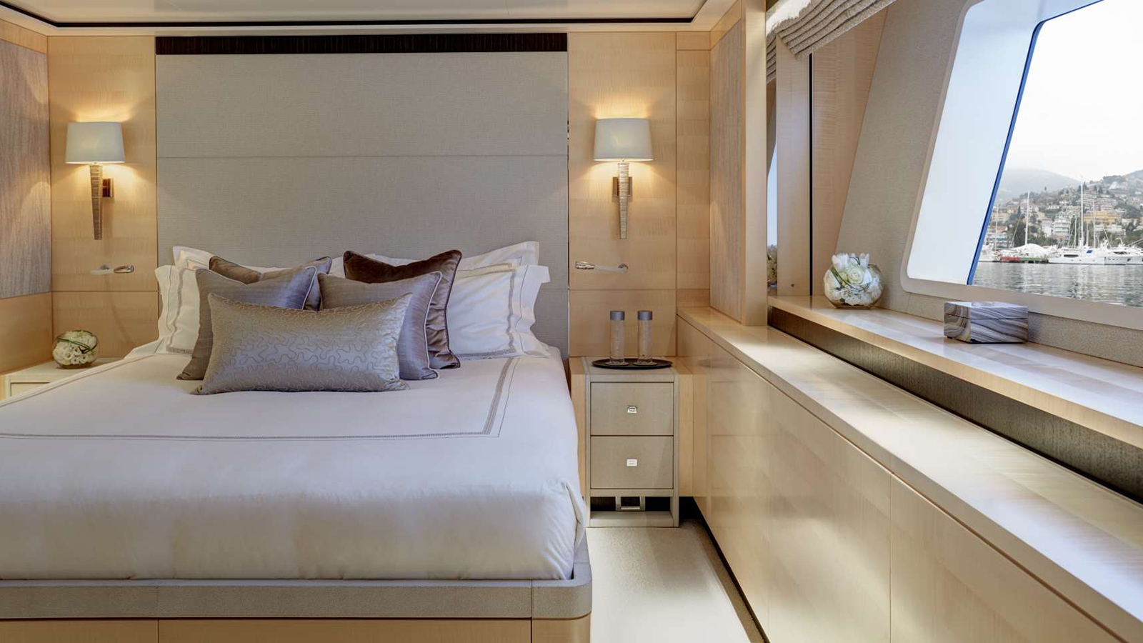 one-of-the-four-guest-cabins-on-feadship-super-yacht-kiss