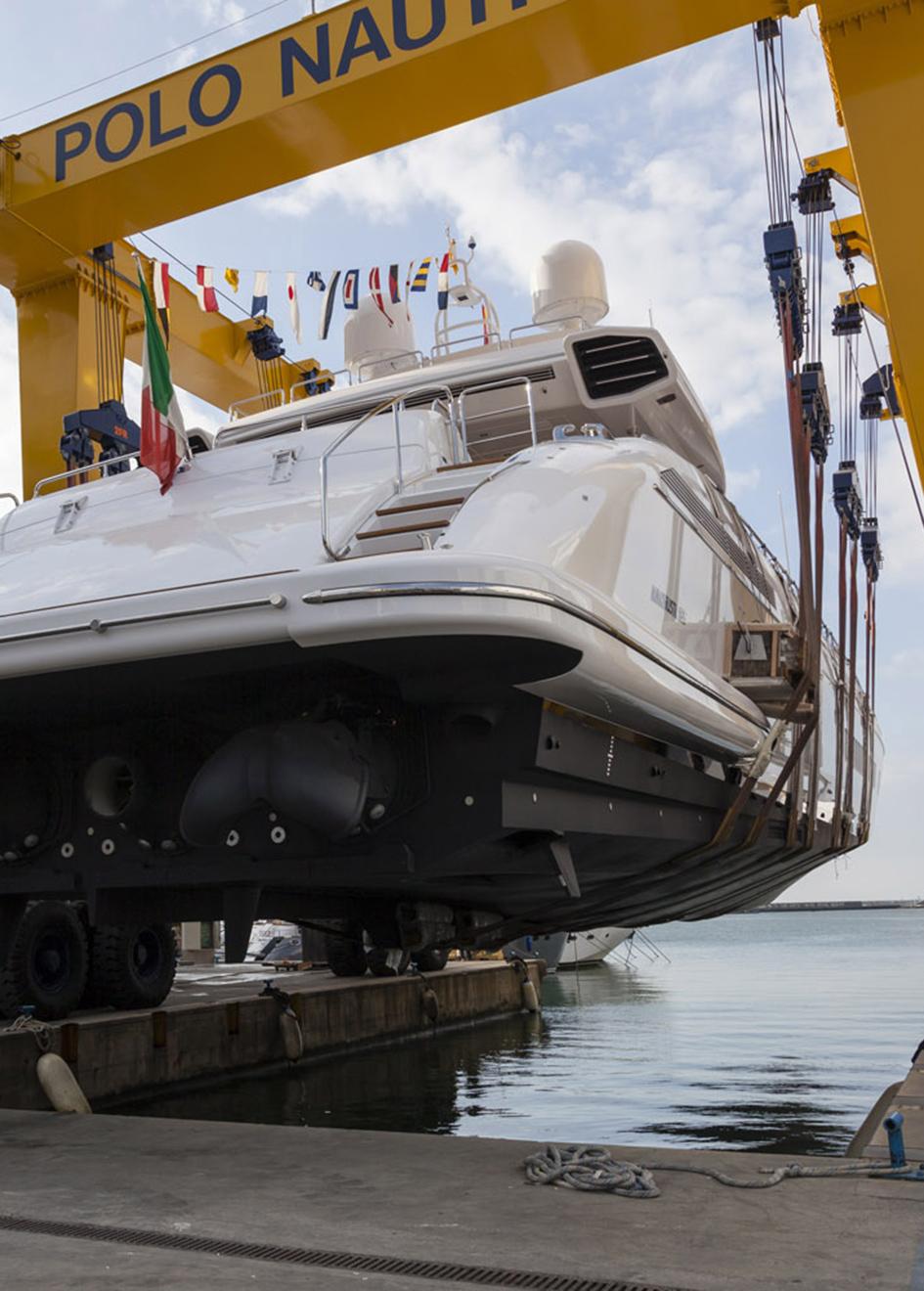 transom-of-the-11th-overmarine-mangusta-165e