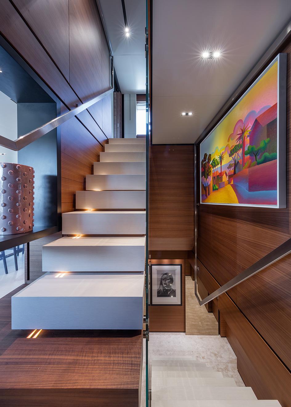 the-staircase-of-the-ferretti-custom-line-motor-yacht-telli-credit-alberto-cocchi