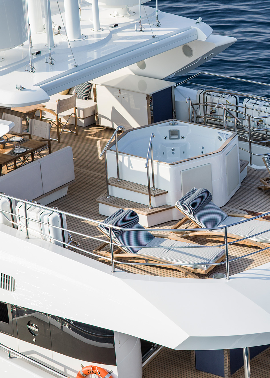 the-sundeck-of-the-sunseeker-116-yacht-fleur-credit-mike-jones-waterline-media