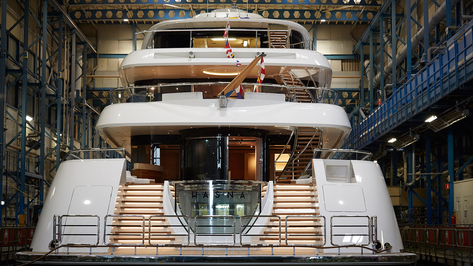 the-transom-of-the-feadship-superyacht-hasna