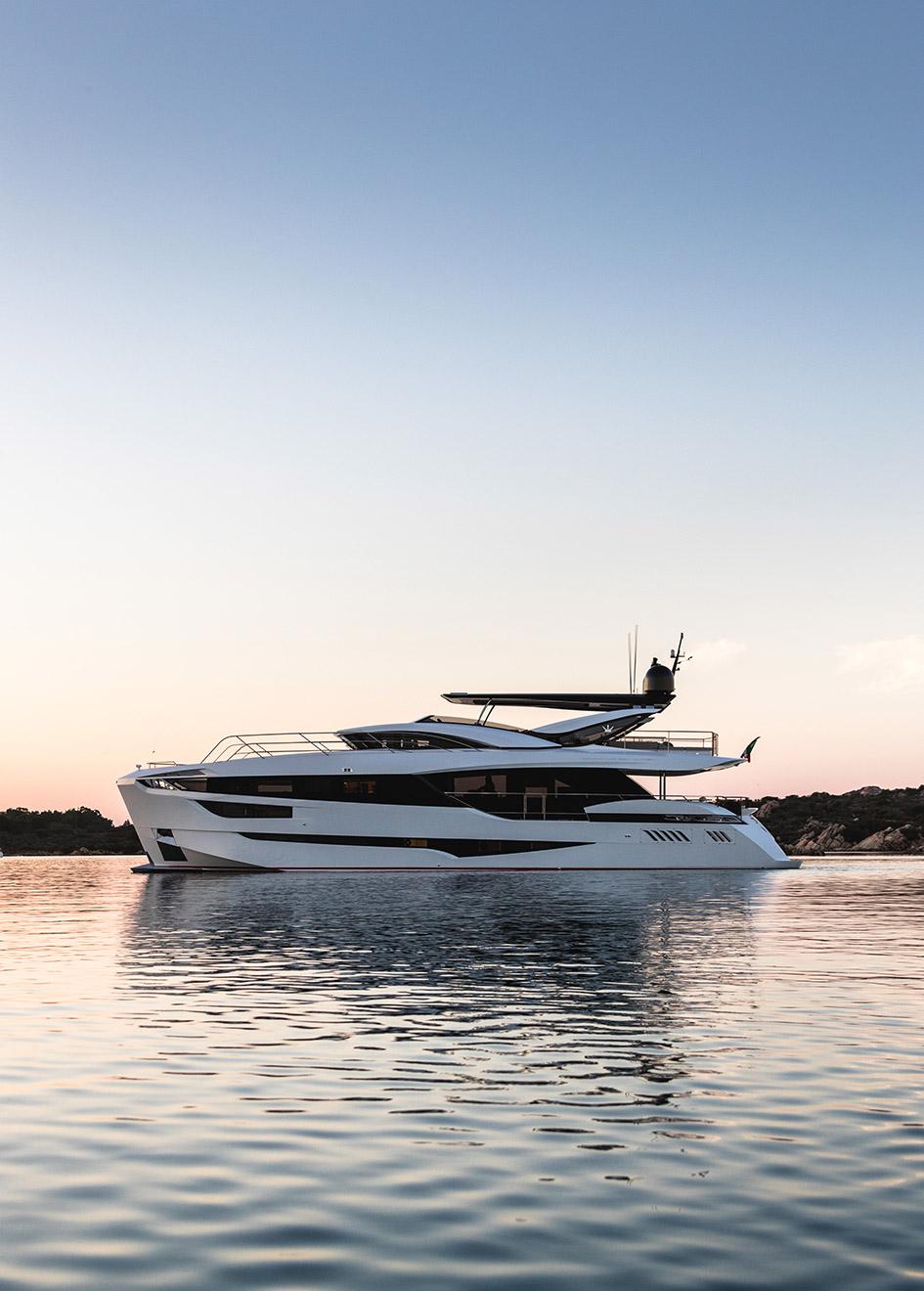 side-view-of-dominator-yacht-kalliente-credit-jeff-brown