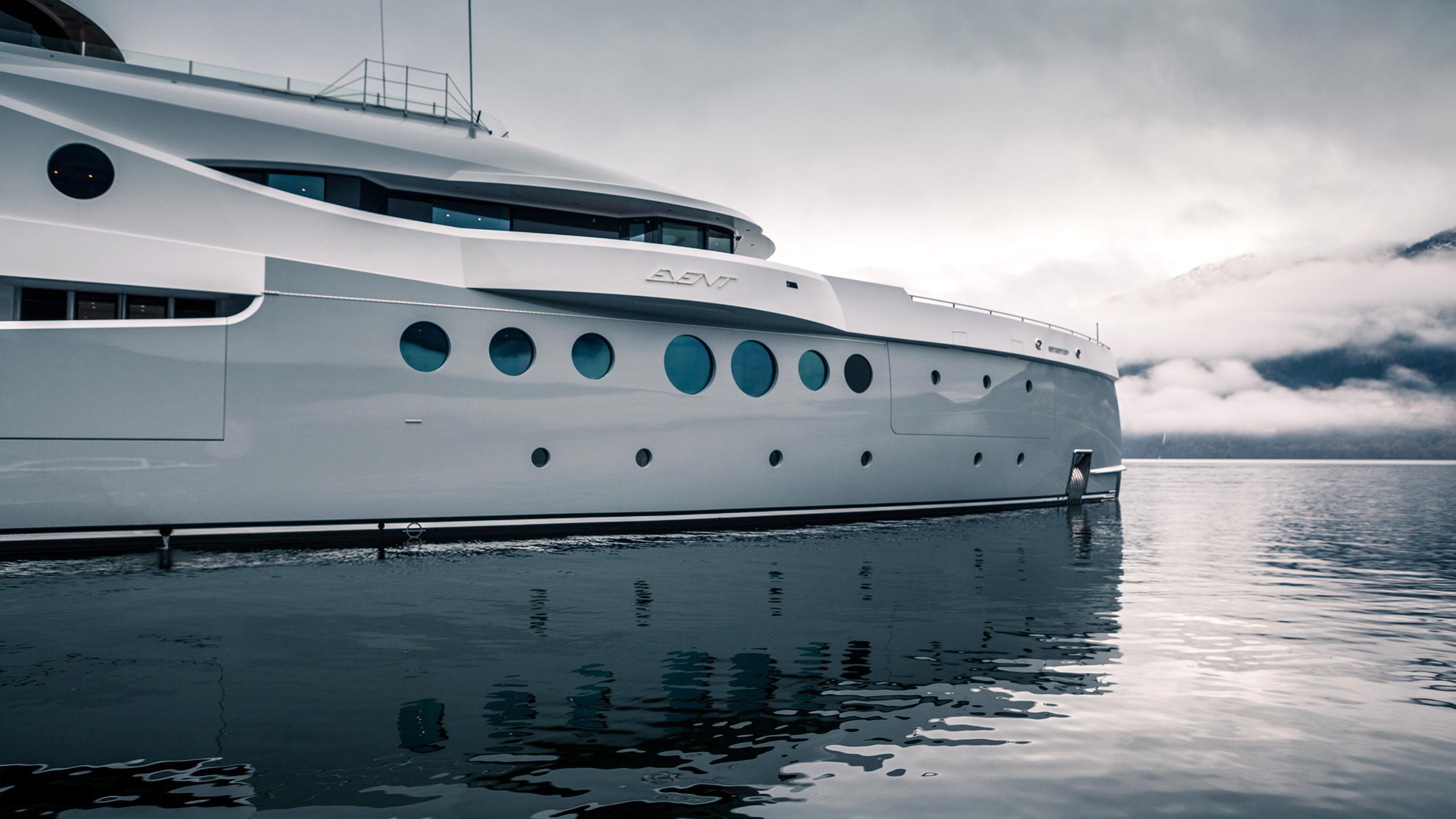 Hero Event Yacht Bow