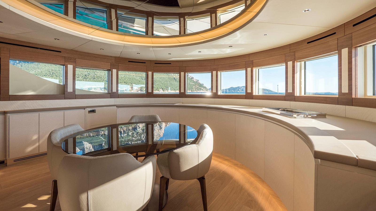 the-dining-room-of-the-filippetti-navetta-26-yacht-maxima
