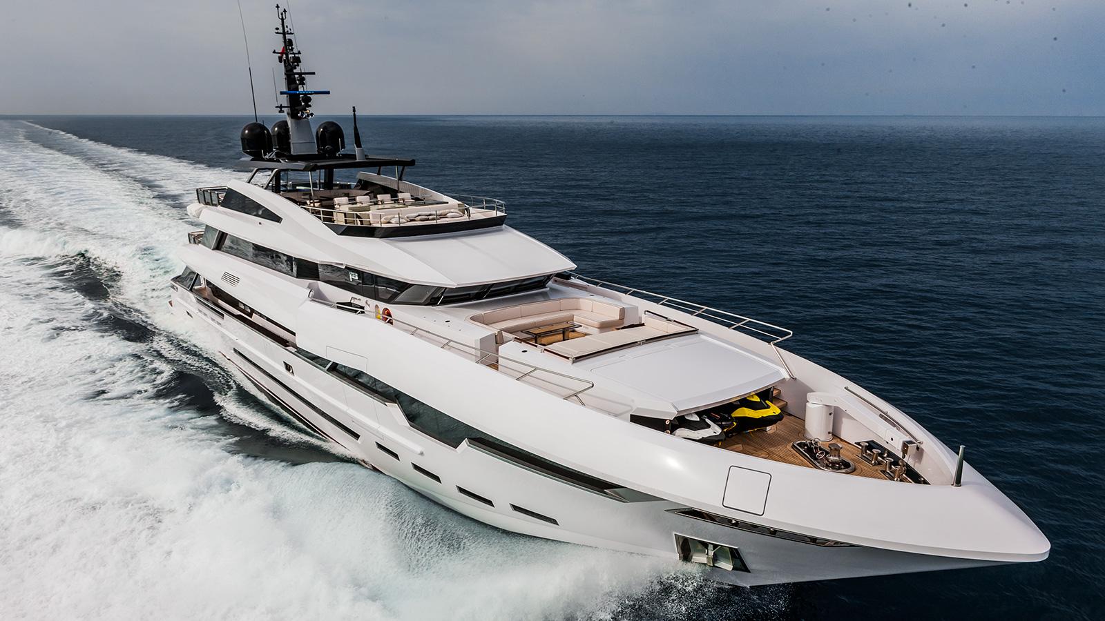 running-shot-of-rossinavi-super-yacht-polaris