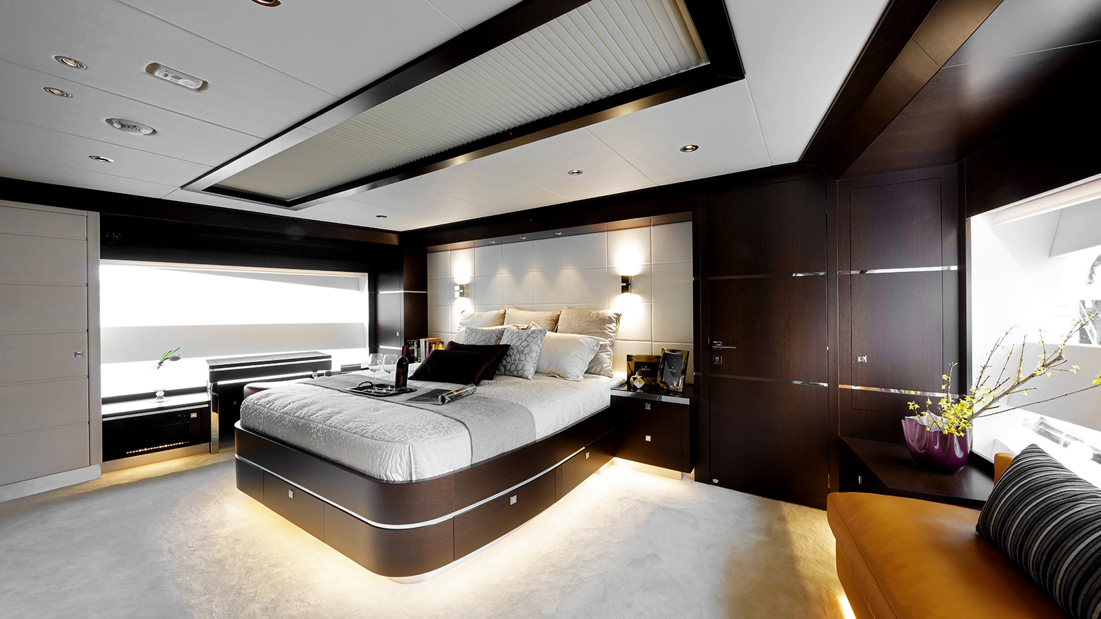 the-master-suite-on-the-horizon-fd-85-super-yacht