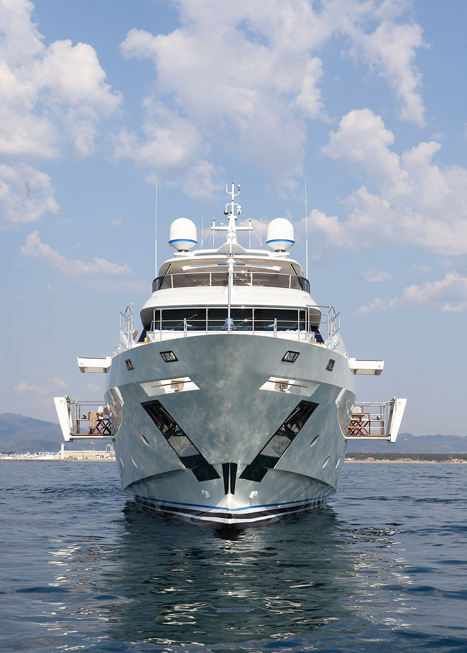 bow-view-of-the-benetti-fast-125-yacht-skyler