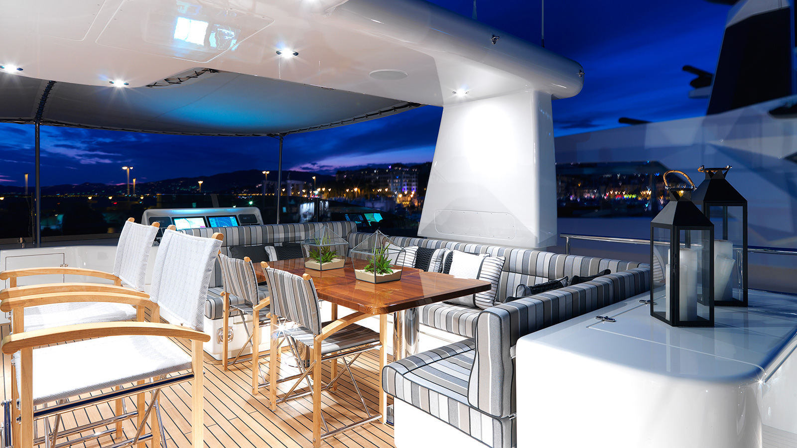 the-flybridge-on-cantiere-delle-march-darwin-107-super-yacht-storm