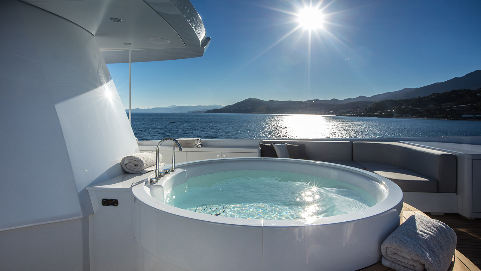 the-spa-pool-on-the-otam-sd-35-super-yacht-gipsy