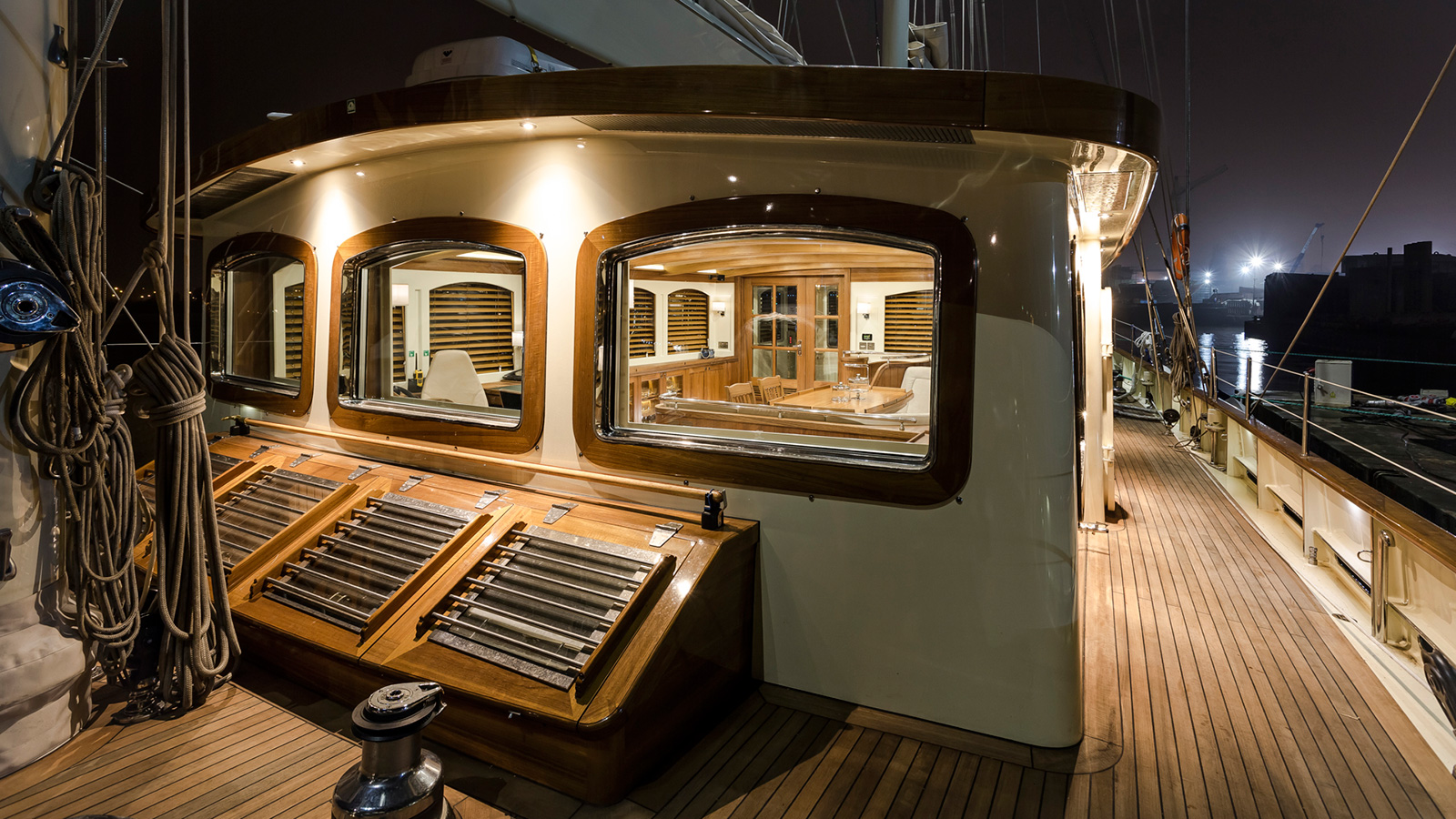 the-deck-house-of-classic-schooner-sailing-super-yacht-malcolm-miller