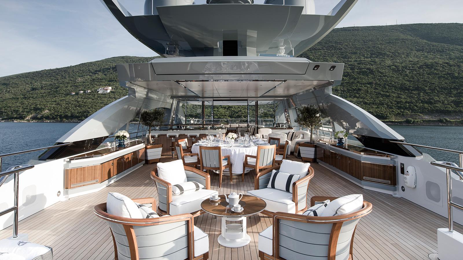 the-upper-deck-of-heesen-flagship-yacht-galactica-super-nova