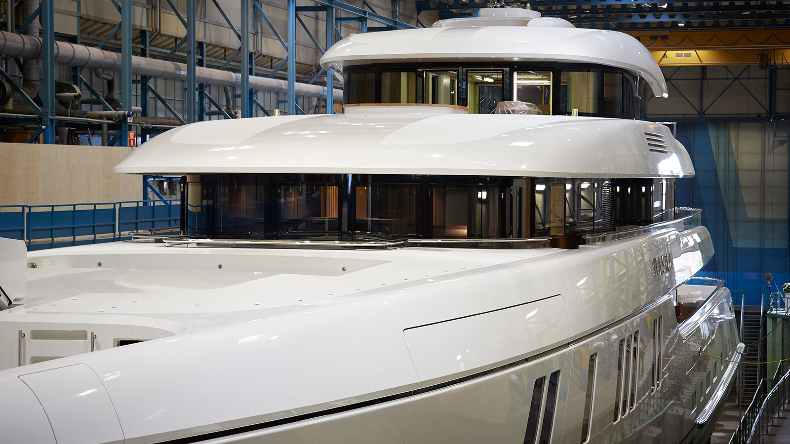 close-up-view-of-the-feadship-superyacht-hasna