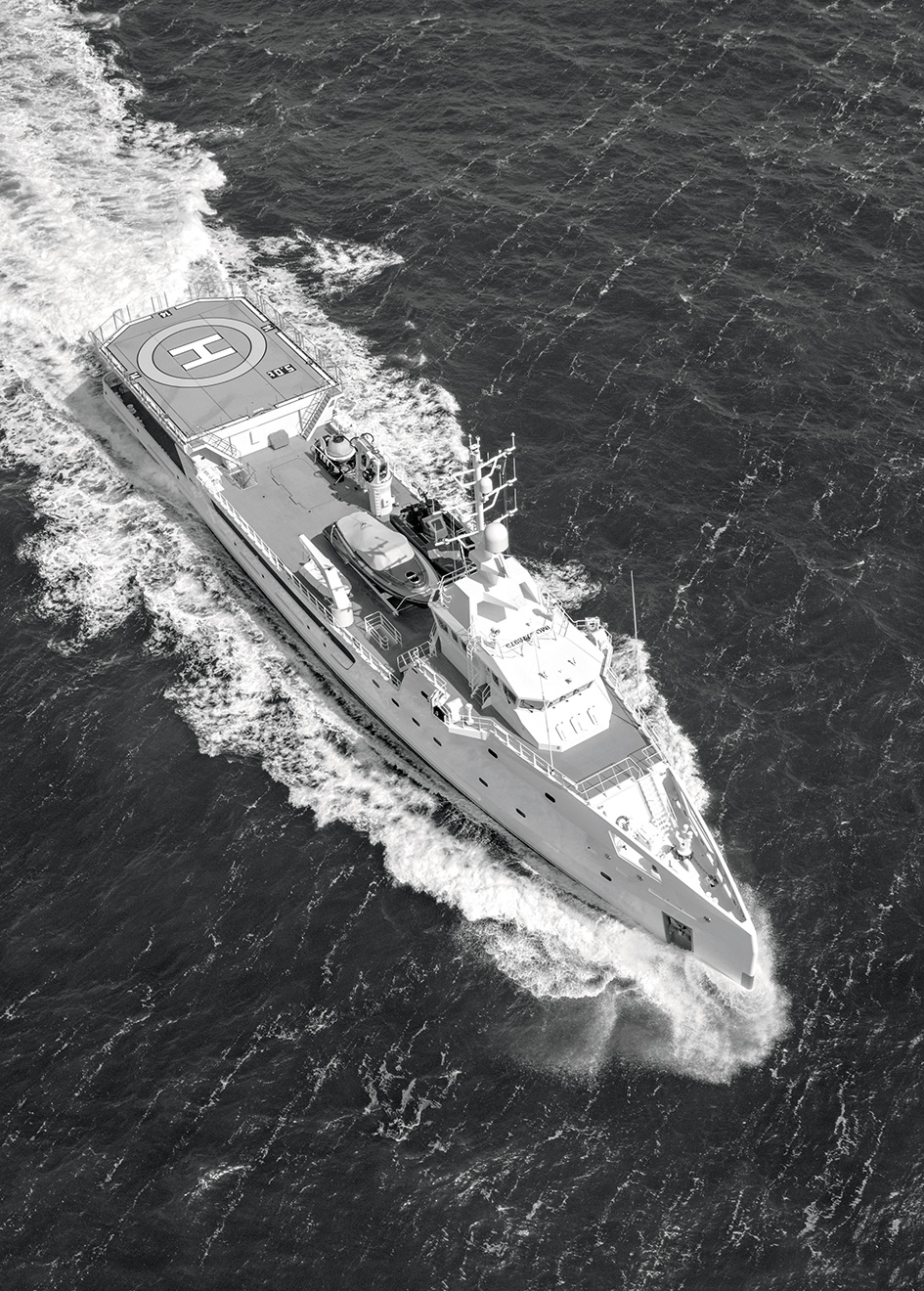 aerial-shot-of-the-damen-superyacht-support-vessel-game-changer