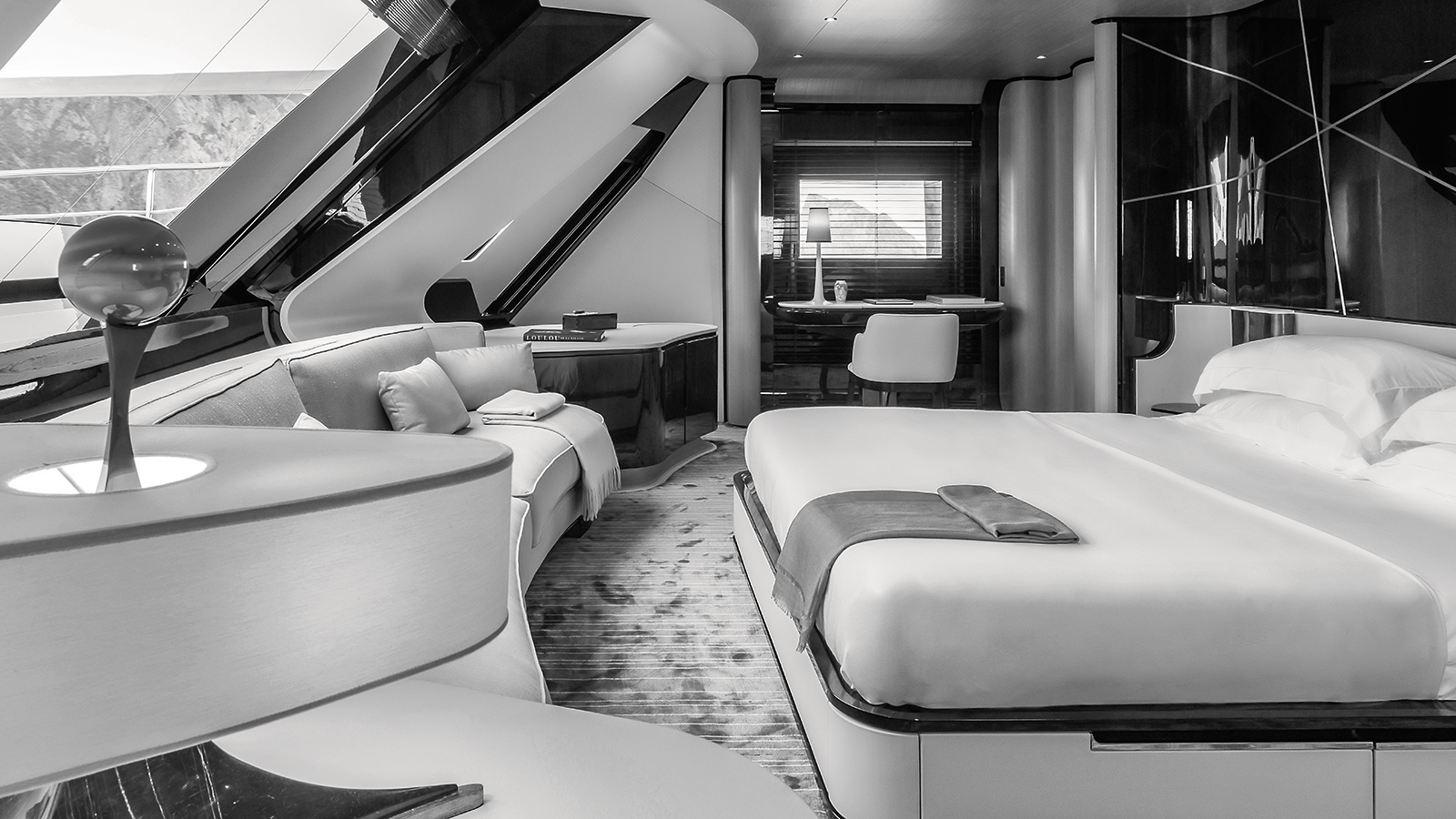 the-forward-master-suite-of-the-rossinavi-superyacht-aurora-credit-Paolo-Petrignani