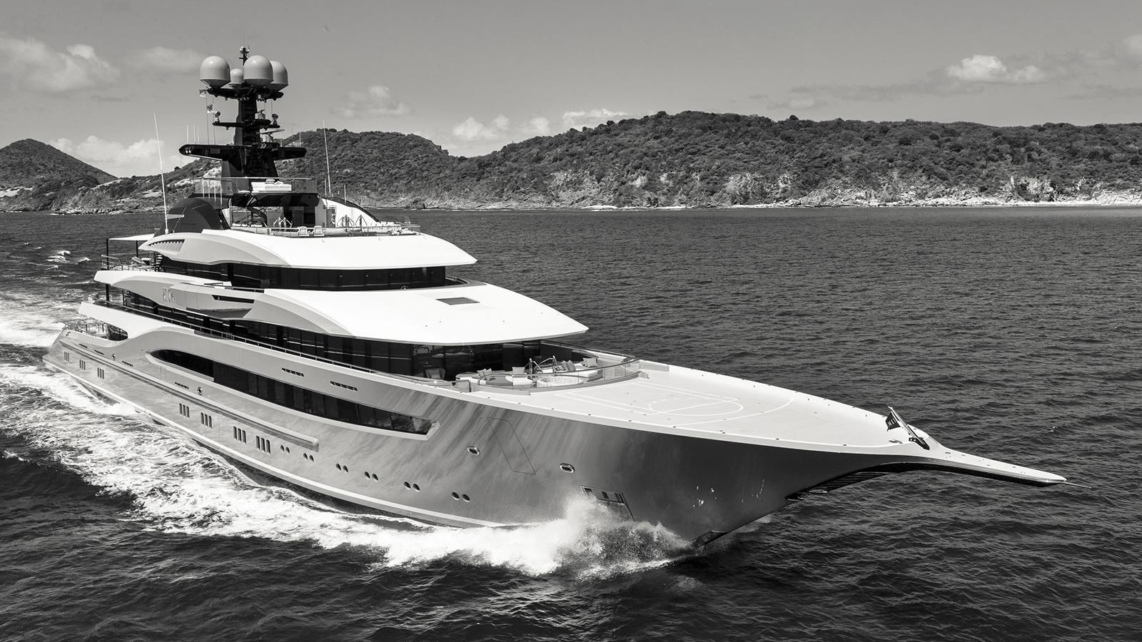 kismet-yacht-running-shot