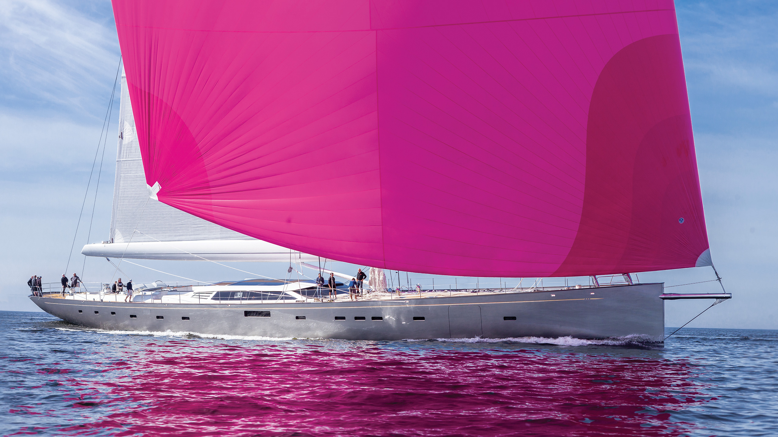 side-view-of-the-baltic-sailing-yacht-pink-gin-vi-credit-Eva-Stina-Kjellman-Marco-Moog