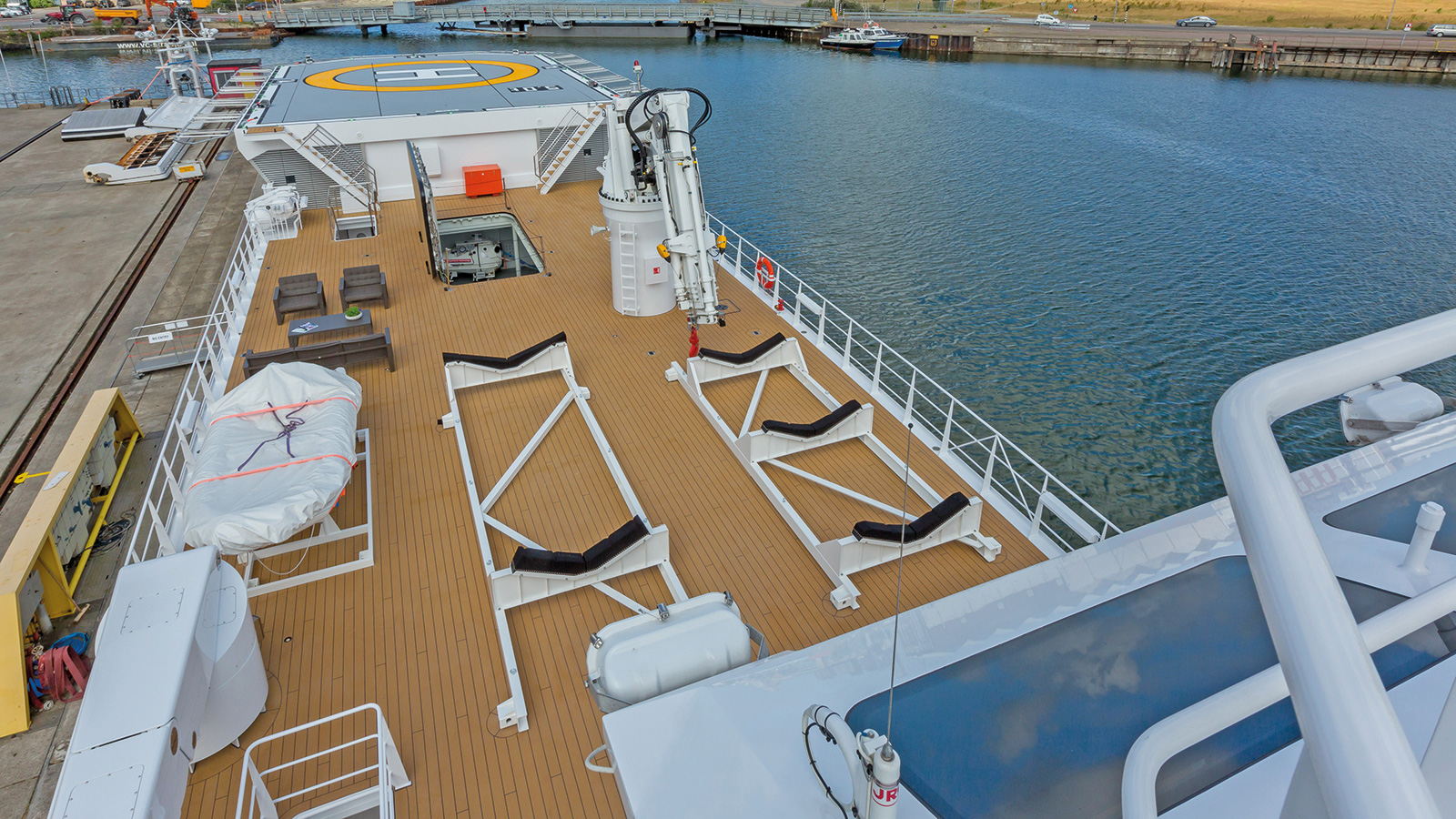 the-aft-deck-of-the-damen-superyacht-support-vessel-game-changer