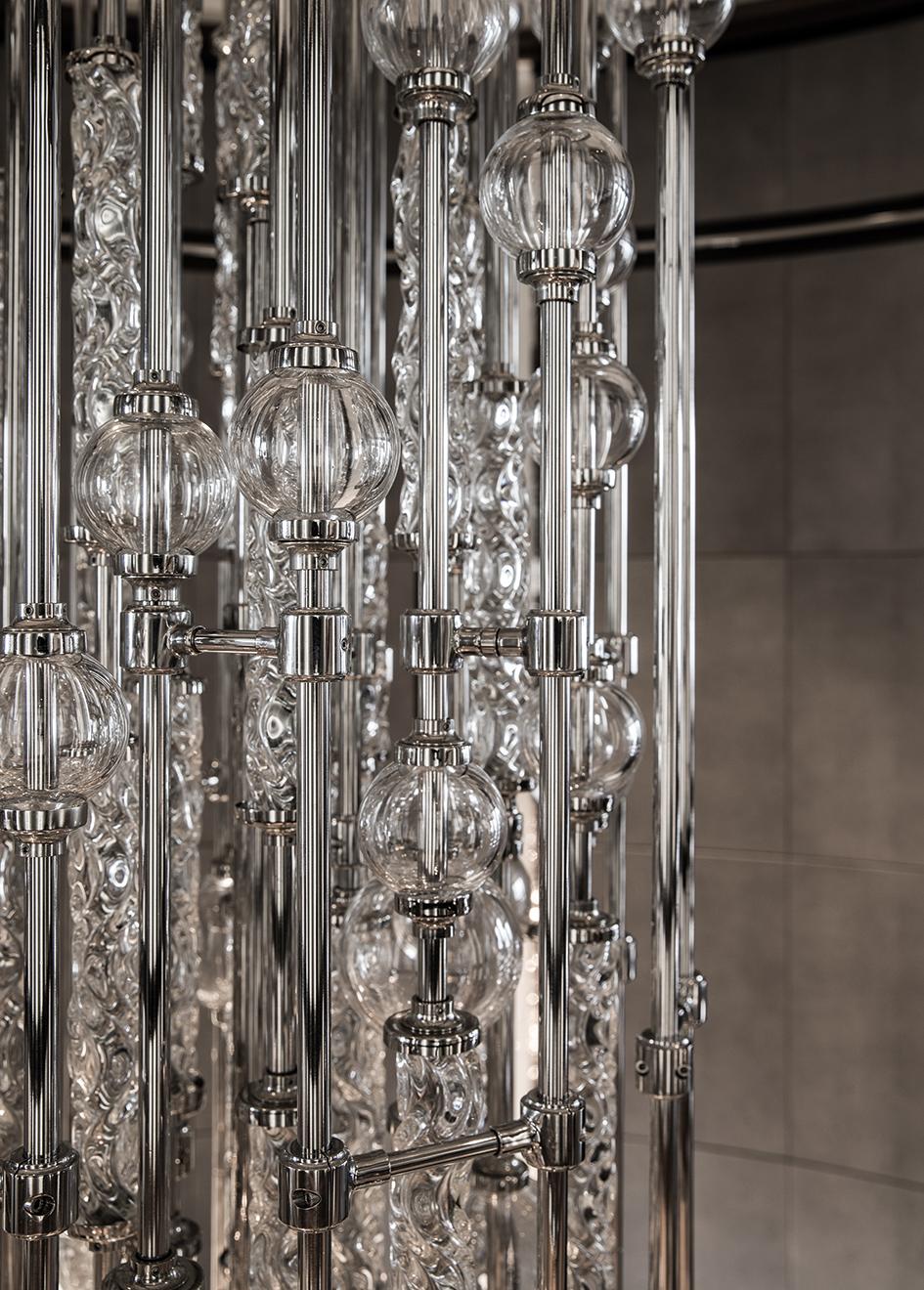 chandelier-detail-on-the-derektor-superyacht-aquila-after-her-pendennis-refit