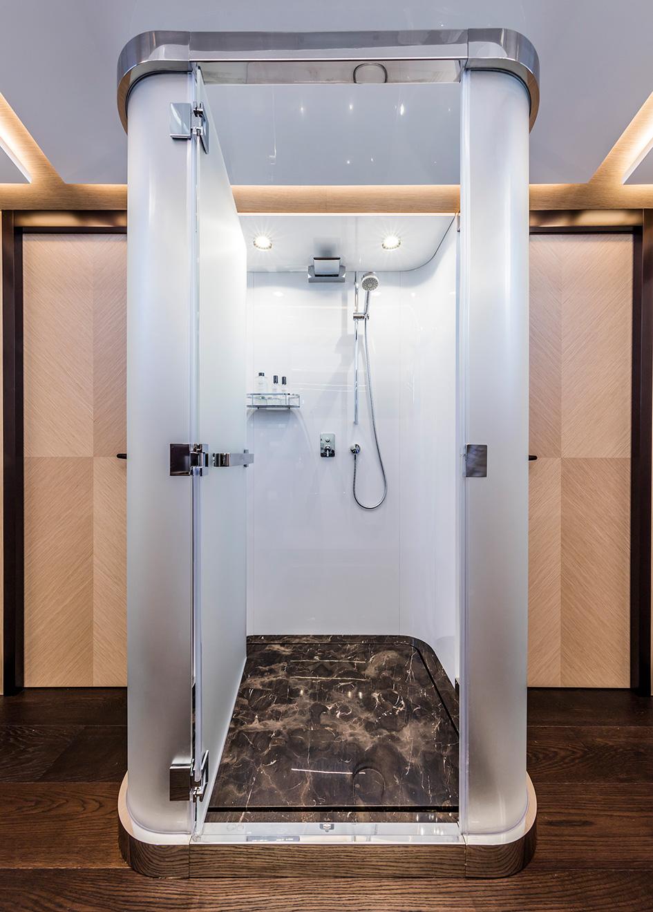the-owners-en-suite-of-the-isa-120-yacht-clorinda