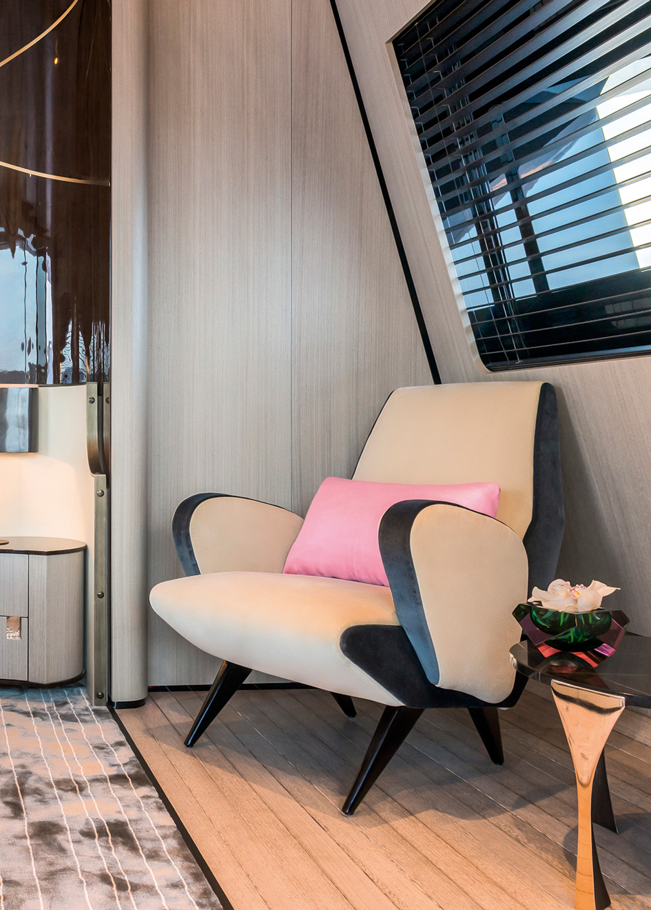 master-suite-detail-on-the-rossinavi-superyacht-aurora-credit-Paolo-Petrignani